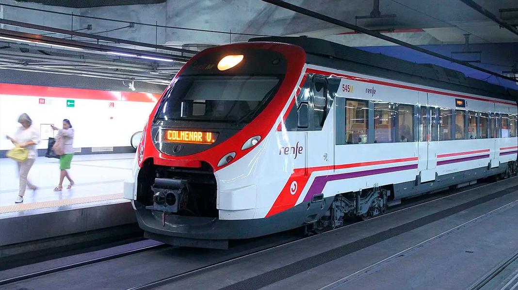 Tren de Cercanías en el andén de una de las estaciones de Madrid.