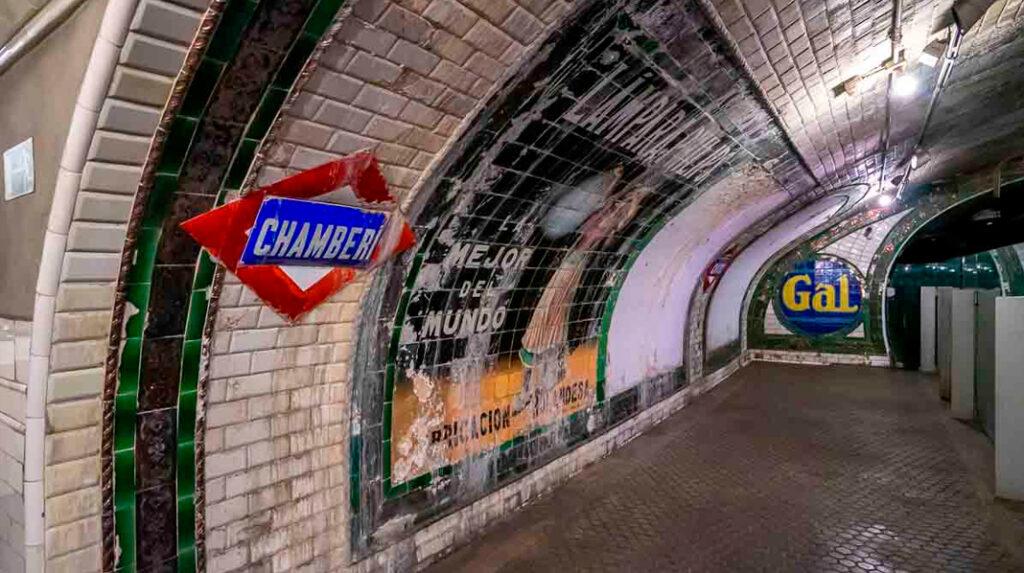 Aspecto del Anden 0, una estación de metro fantasma en el barrio de Chamberí.