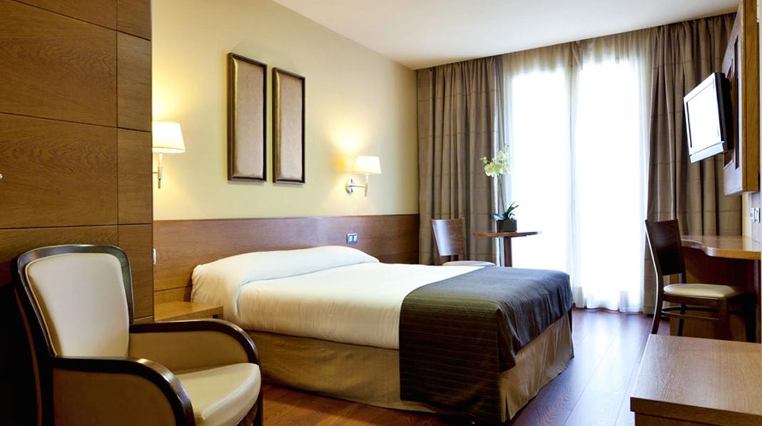 Habitación básica de un hotel de tres estrellas en Madrid.