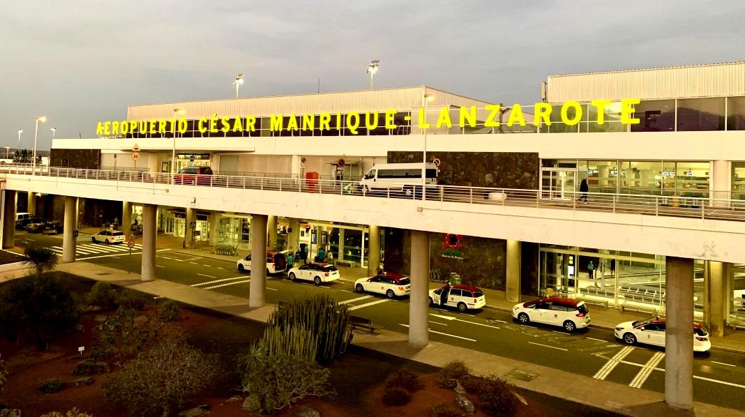Fachada principal del Aeropuerto César Manrique - Lanzarote