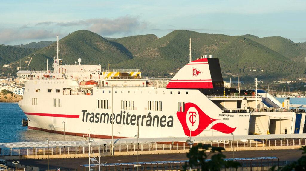 Ferry de la naviera Transmediterránea, que une Cádiz con Lanzarote.