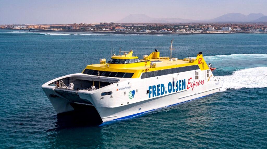 Ferry que une las localidades de Corralejo (Fuerteventura) con Playa Blanca (Lanzarote).