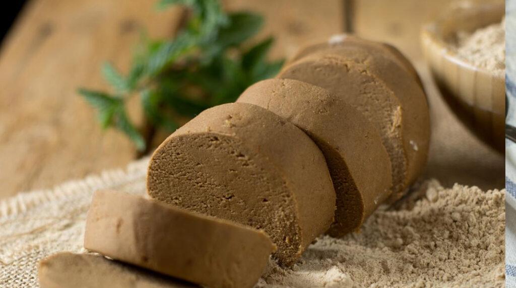 Pella de gofio o gofio amasado, que se elabora mezclando gofio con agua, sal, azúcar y aceite.