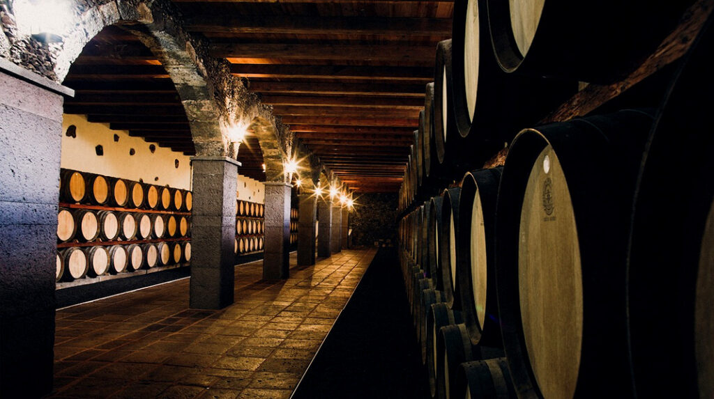Interior de la Bodega Rubicón, una de las más antiguas de Lanzarote.