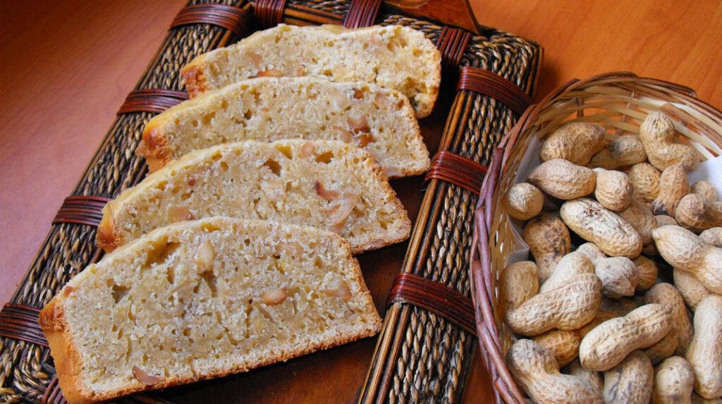 Pan de Maní (cacahuetes), a mitad camino entre pan y bizcocho. (http://cocinandodulceysalado.blogspot.com)