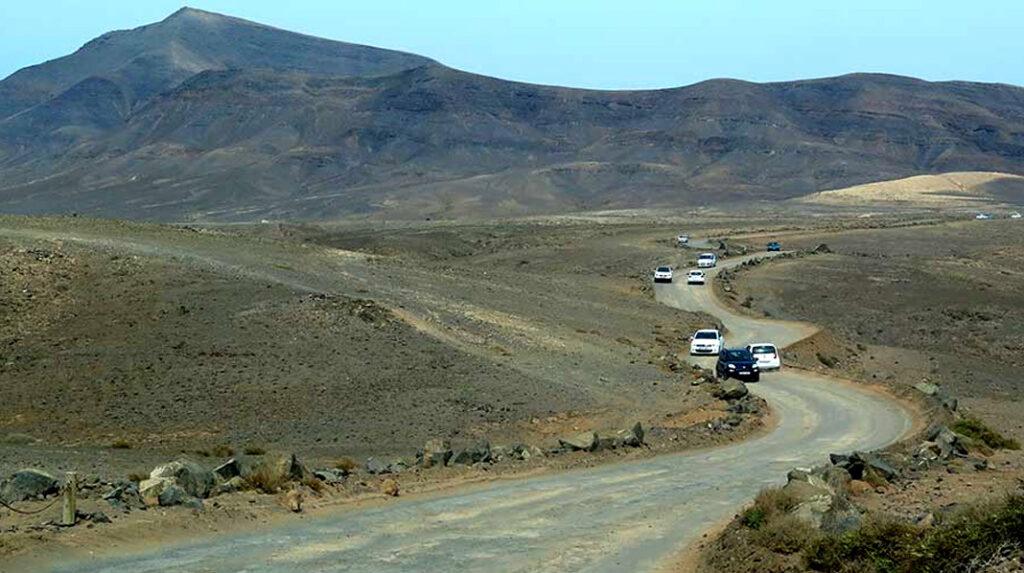 Camino de tierra de acceso a las Playas del Papagayo. / Foto de viajeros30.com