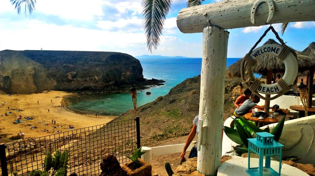Chiringuito Be Papagayo, uno de los dos únicos restaurantes en Punta del Papagayo.