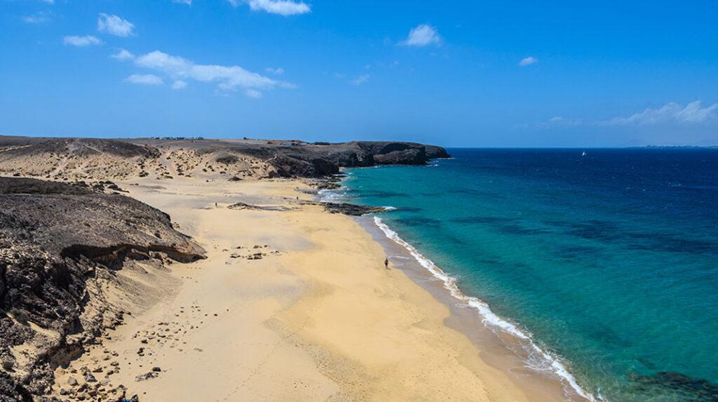 Playa del Pozo, una de las más grandes y poco accesibles de Punta del Papagayo.