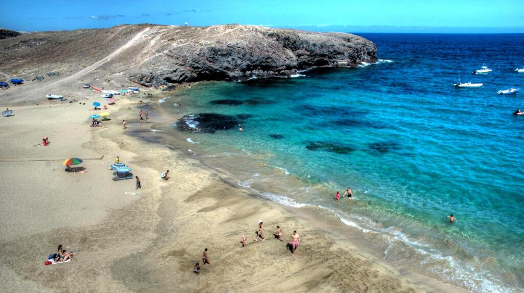 Playa de Puerto Muelas, en Punta del Papagayo, Lanzarote.