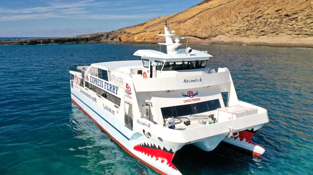Característico Ferry entre Lanzarote y La Graciosa.