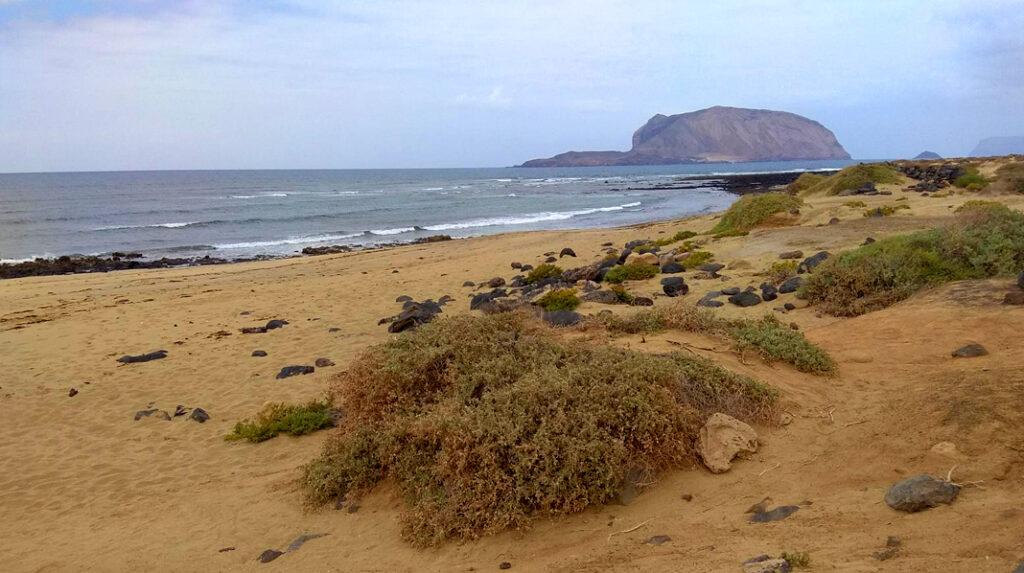 Playa Baja del Ganado, la hermana salvaje de la Playa de las Conchas, en La Graciosa.