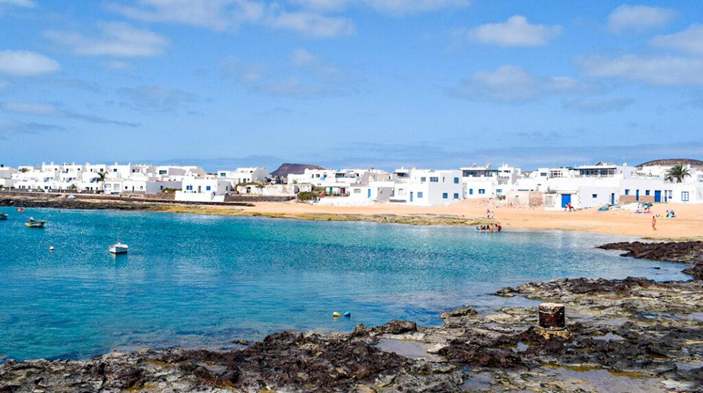 Playa de la Laja, en Caleta del Sebo, La Graciosa.