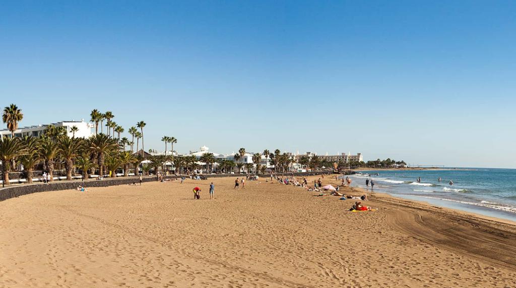 Playa Matagorda, la más al norte de Puerto del Carmen en Lanzarote.