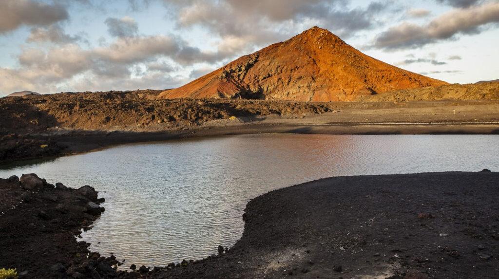 Playa de Montaña Bermeja, la esencia de Lanzarote.