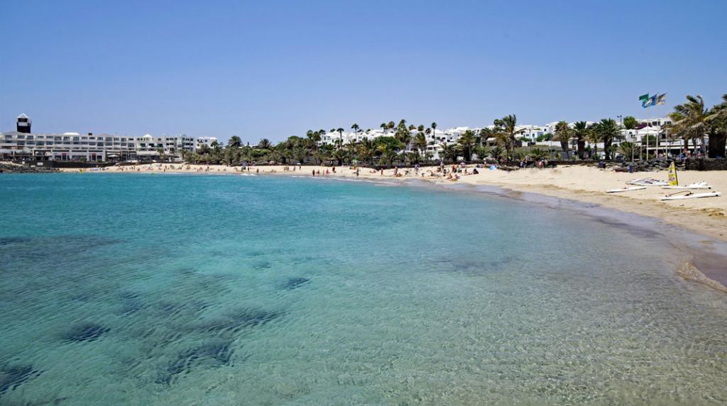 Playa de las Cucharas, el corazón de las playas de Costa Teguise.