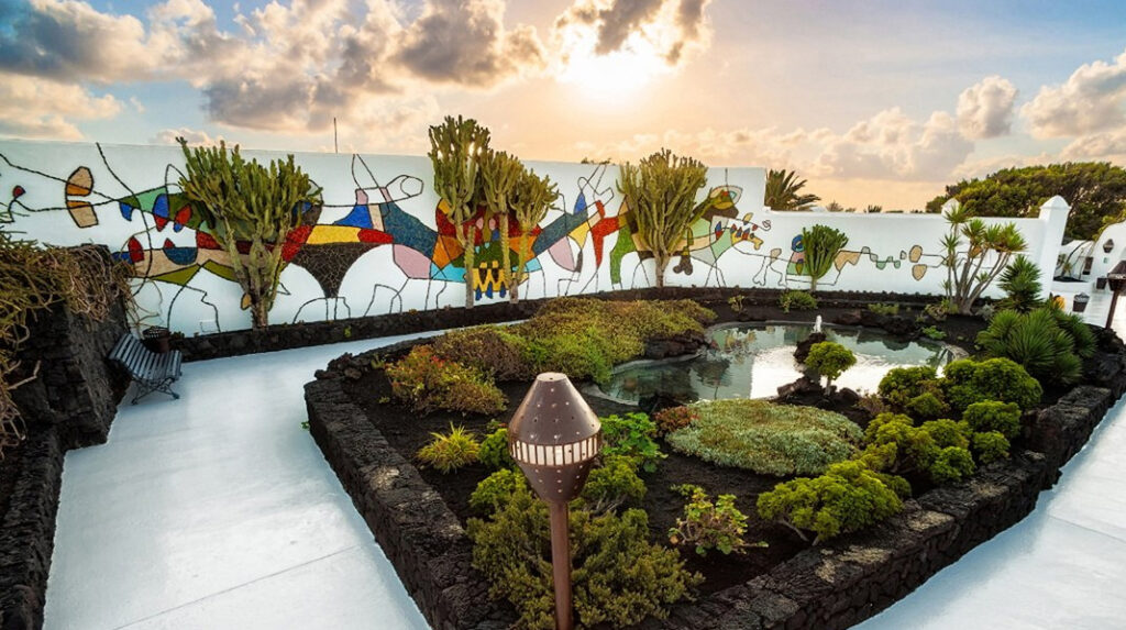 Jardín exterior de la Fundación César Manrique.