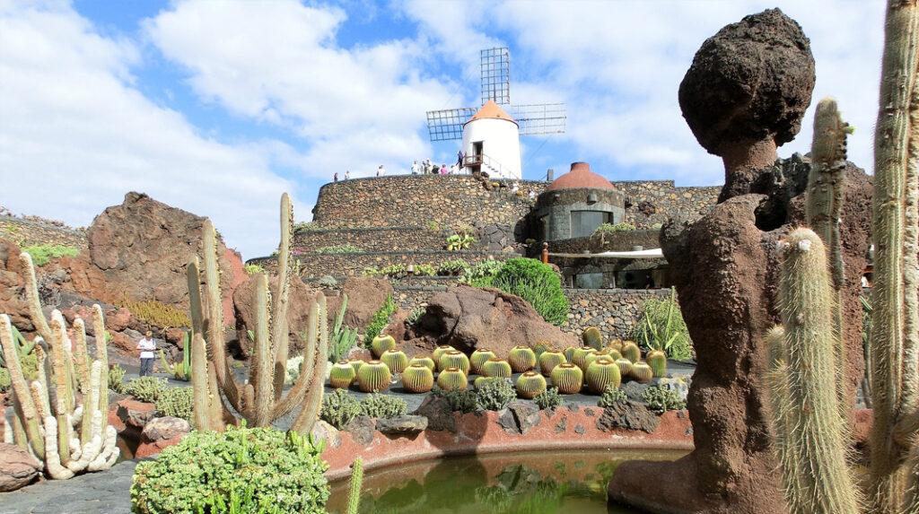 Espectacular Jardín de Cactus de Lanzarote, diseñado por César Manrique.