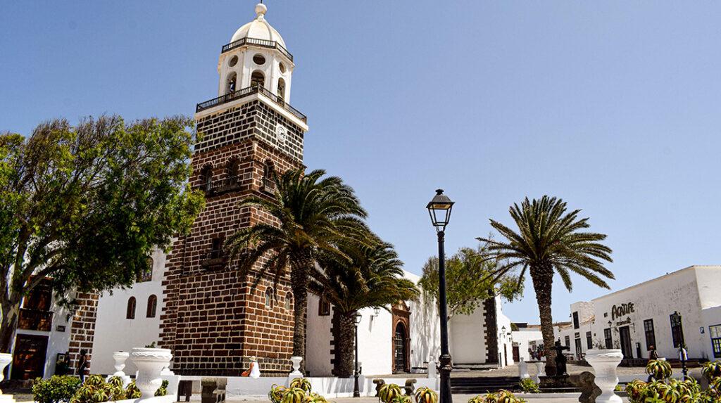 Plaza de la Constitución en la Real Villa de Teguise.